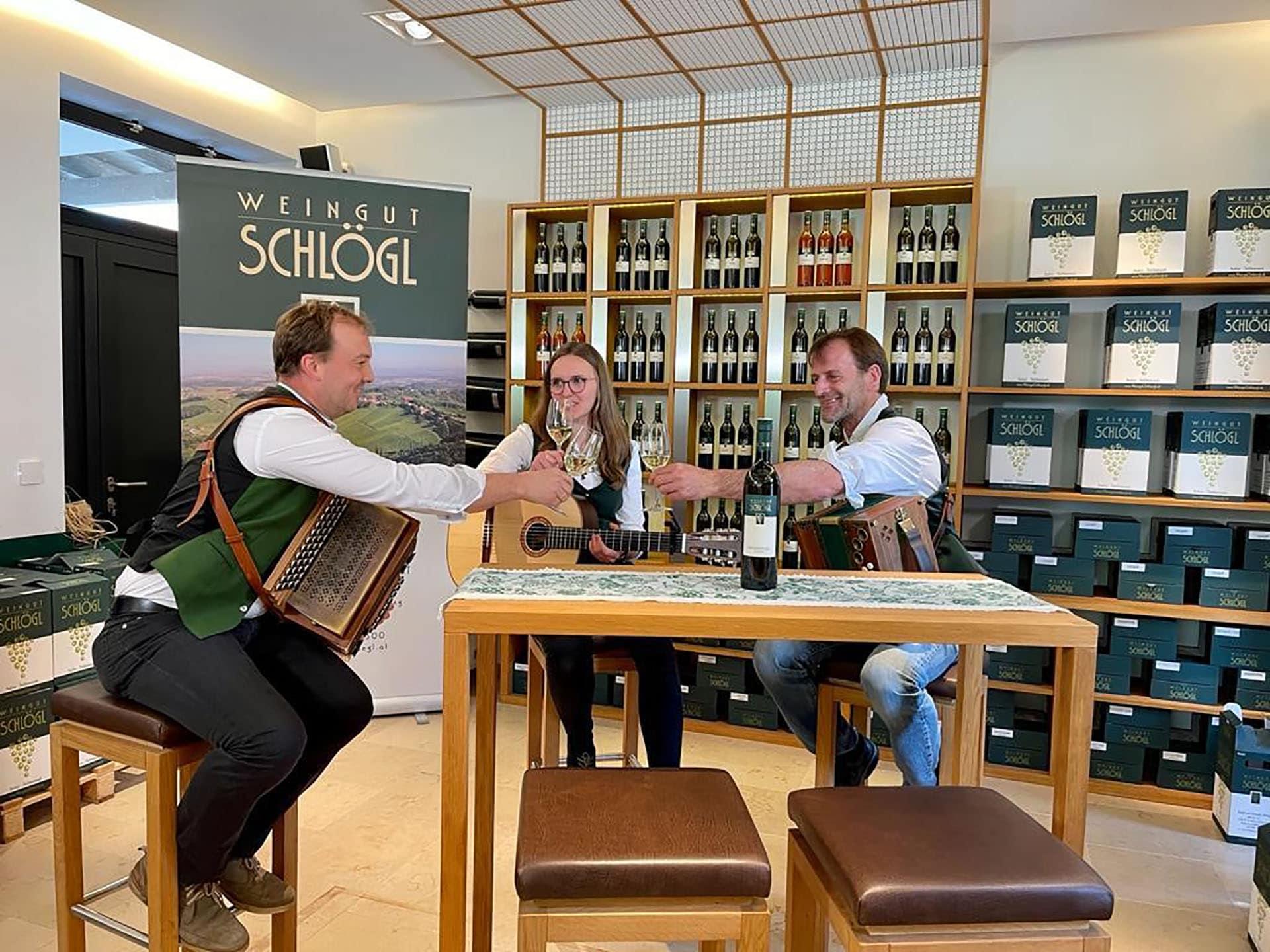 Sauvignon blanc Walzer komponiert und gewidmet dem Weingut Schlögl von Hrn. Walter Greimeister , Sauvignon blanc Walzer komponiert und gewidmet dem Weingut Schlögl von Hrn. Walter Greimeister , Foto beim Videodreh mit den Musikern